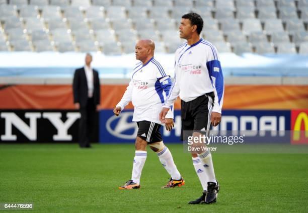 Jacob ZUMA / Chris KAMARA Match de Charite avant Argentine / Allemagne 1/4 de Finale de la Coupe du Monde 2010 Le Cap Afrique du Sud Photo Dave...