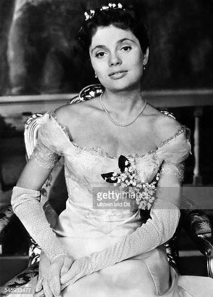 Jacobsson Ulla Actress Sweden * Scene from the movie 'Sommarnattens leende'' Directed by Ingmar Bergman Sweden 1955 Produced by Svensk Filmindustri...