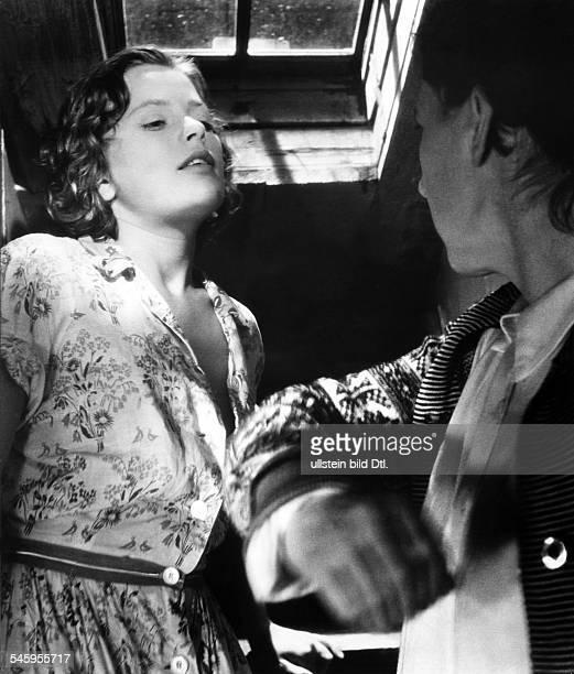 Jacobsson Ulla Actress Sweden * Scene from the movie 'Hon dansade en sommar'' Directed by Arne Mattsson Sweden 1951 Vintage property of ullstein bild