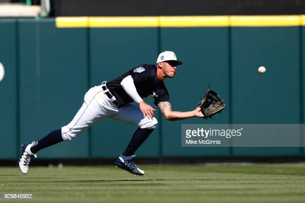 JaCoby Jones of the Detroit Tigers makes the diving catch in left field to retire Matt den Dekker of the New York Mets during fifth inning of the...