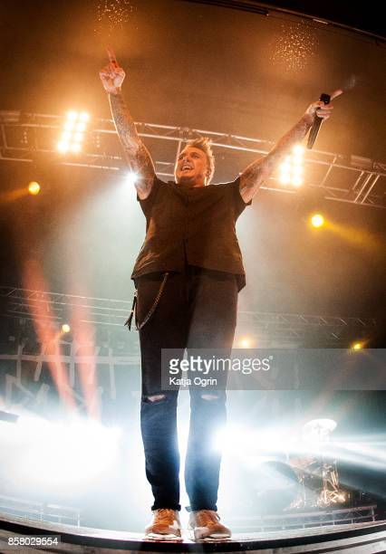 Jacoby Shaddix of Papa Roach performs at O2 Academy Birmingham on October 5, 2017 in Birmingham, United Kingdom.