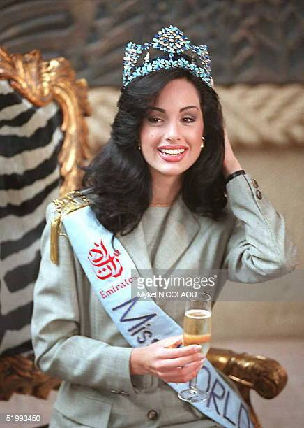 Jacqueline Aguilera Marcano newly crowned Miss World 1995 poses for photographers 19 November in Sun City Miss Venezuela was crowned Miss World 1995...