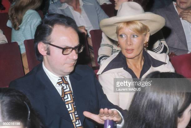Jacqueline Huet animatrice de télévision lors d'une soirée circa 1970 à Paris France