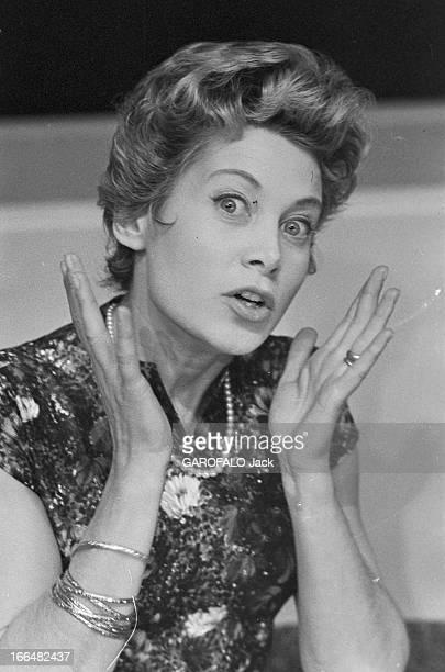 Jacqueline Joubert And Georges De Caunes. Janvier 1957, portrait de de Jacqueline JOUBERT actrice et speakrine à la télévision française. Elle porte...