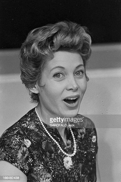 Jacqueline Joubert And Georges De Caunes. Janvier 1957, portrait de Jacqueline JOUBERT actrice et speakrine à la télévision française. Elle porte une...
