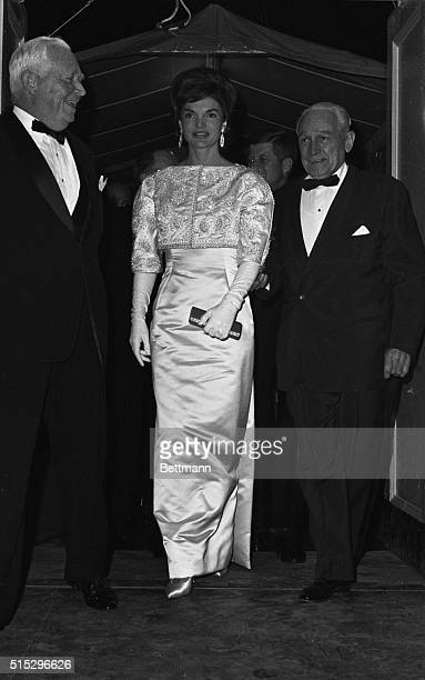 Jacqueline Kennedy arrives at National General Armory to attend a $10000 a plate Democratic fund raising dinner