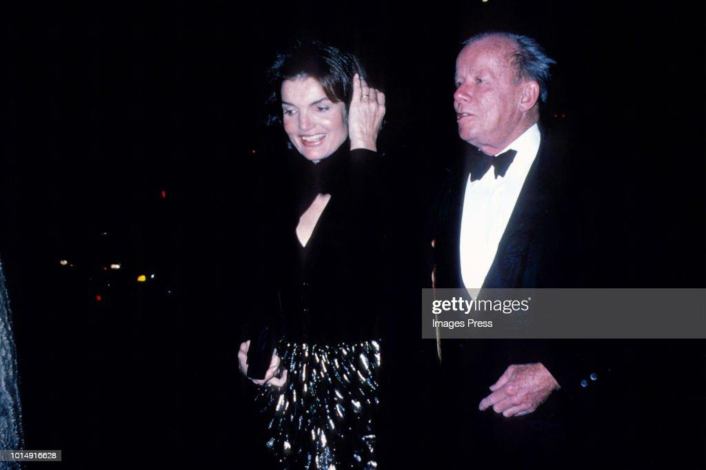 Jacqueline Kennedy Onassis and Bill Walton... : News Photo