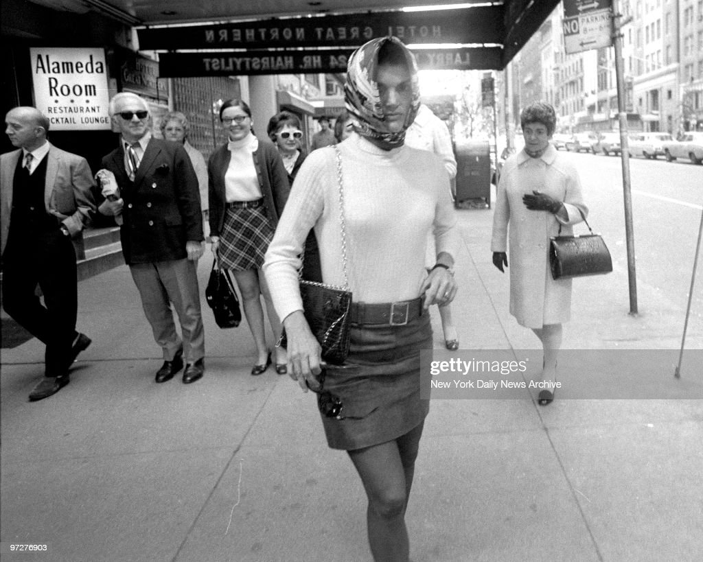 Jacqueline Kennedy Onassis walks out of Cinema Rendezvous theater : News Photo