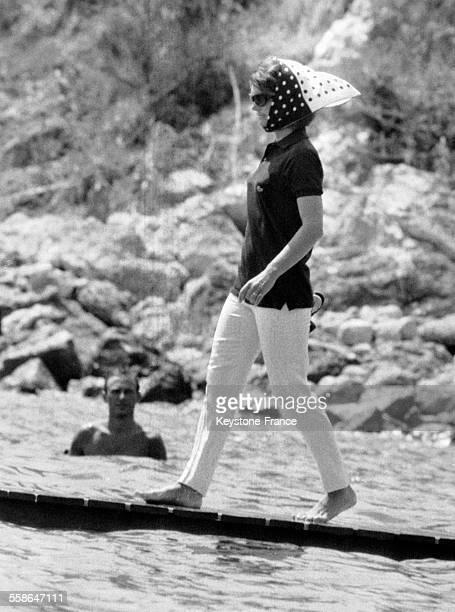 Jacqueline Kennedy photographiée avant son départ pour une balade en mer à Porto Ercole Italie le 13 août 1964