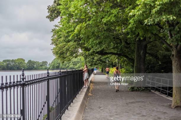 jacqueline kennedy reservoir - central park reservoir stock pictures, royalty-free photos & images