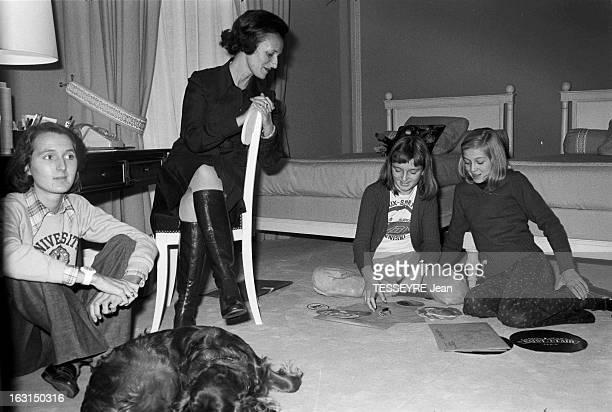 Jacques And Bernadette Chirac Moving In Hotel Matignon Paris en novembre 1974 Le premier ministre de Valry Giscard d'Estaing Jacques CHIRAC son pouse...