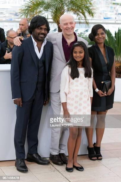 Jacques Audiard, Kalieaswari Srinivasan, Claudine Vinasitamby et Jesuthesan Antonythasan lors du photocall du film 'Dheepan' pendant le 68eme...