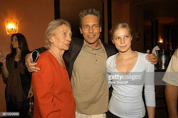 Jacques Breuer Iliane Breuer Lucy Breuer TheaterPremiere Der Priestermacher Bayrischer Hof München PNr 1061/2005 Schauspieler Promi Familie LK Foto...