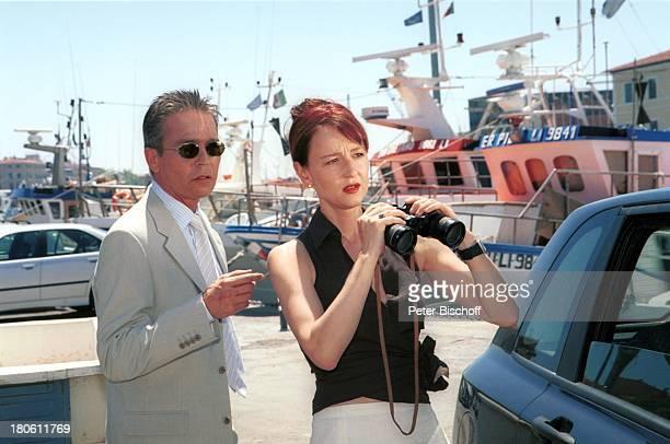 Jacques Breuer Susanne Lothar ARDFilm Achte Todsünde II Das Toskana Karussell Pisa/Italien Hafen Fernglas Motoryacht Yacht Sonnenbrille