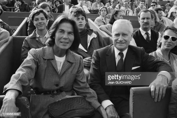 Jacques ChabanDelmas et sa femme Micheline Chavelet lors des Internationaux de France de RolandGarros à Paris le 30 mai 1987 France