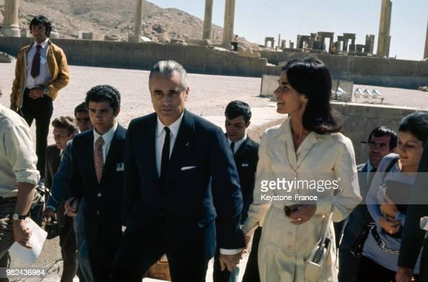 Jacques ChabanDelmas et son épouse Micheline au Camp du Drap d'Or pour les 2500 ans d'histoire de Persépolis en Iran le 16 octobre 1971