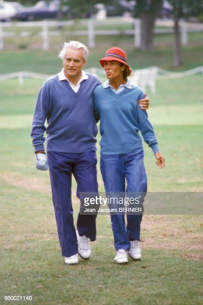 Jacques ChabanDelmas et son épouse Micheline sur un terrain de golf le 8 septembre 1984 à Deauville France