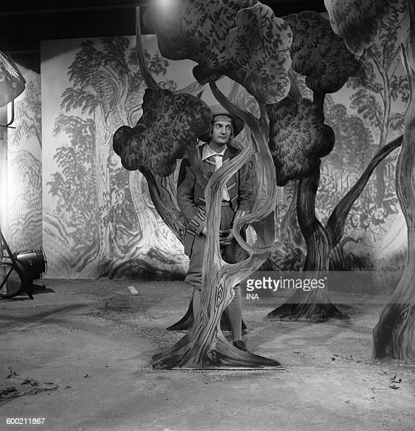 Jacques Charon during the shooting of the television adaptation of Molière's play 'The doctor in spite of him' realized by Maurice Cazeneuve