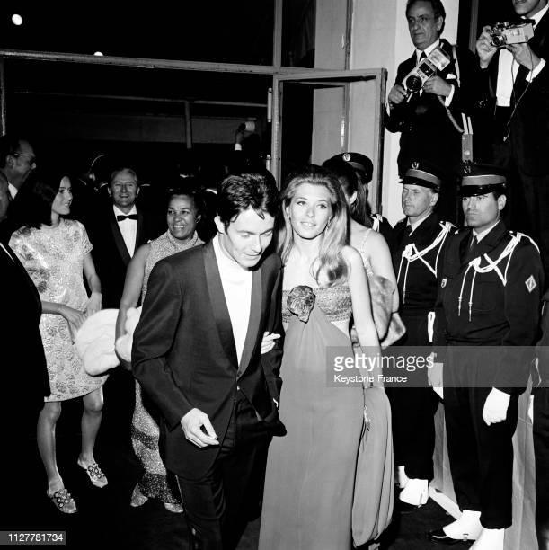 Jacques Charrier arrivant au gala d'ouverture du festival international du film à Cannes France le 10 mai 1968
