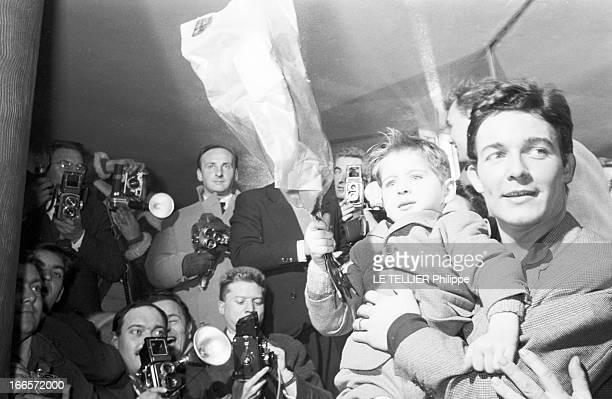 Jacques Charrier Paris Janvier 1960 Jacques CHARRIER fête la naissance de son fils Nicolas Il reçoit journalistes et photographes au Royal Passy Un...