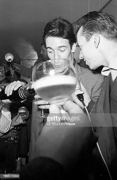 Jacques Charrier Paris Janvier 1960 Jacques CHARRIER fête la naissance de son fils Nicolas Il reçoit journalistes et photographes au Royal Passy...