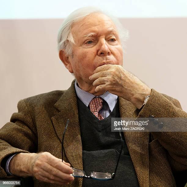 Jacques Chevrier universitaire français et président de l'Association des écrivains de langue française et membre associé du Centre de recherche en...