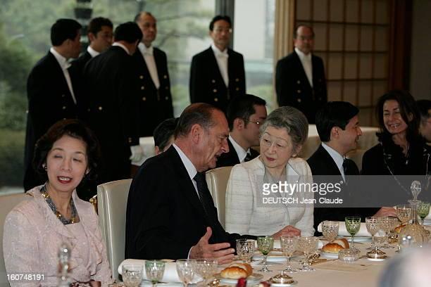 Jacques Chirac Official Travel In Japan Jacques CHIRAC s'entrenant avec l'impératrice MICHIKO lors d'un déjeuner dans le salon de Jade du palais...