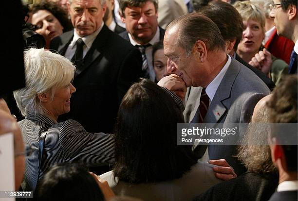 Jacques Chirac receives 600 artists at the Elysee Palace for the 'Meetings for Europe of Culture' In Paris France On May 02 2005 Jacques Chirac et...