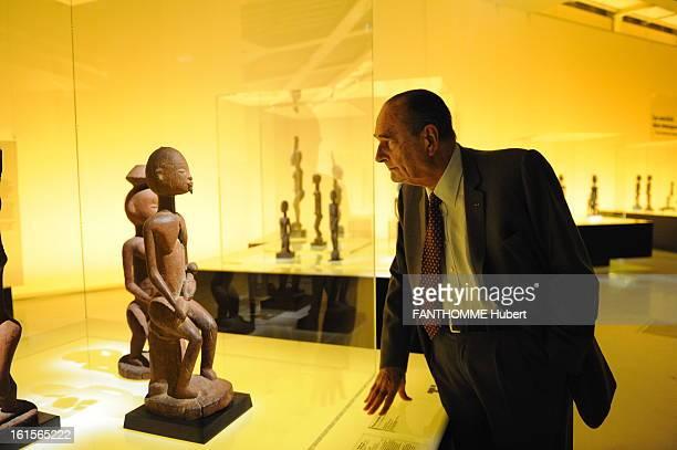 Jacques Chirac Visit The Dogon Exhibition At The Museum OfquaiBranly In Paris Paris April 3 2011 exhibition in tribute to the art of the Dogon museum...
