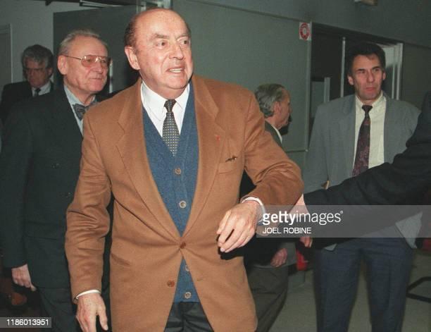 Jacques Crozemarie alors président de l'ARC est accompagné vers la sortie le 03 janvier 1996 à Villejuif à l'issue du conseil d'administration...