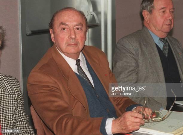 Jacques Crozemarie préside le 03 janvier 1996 à Villejuif un conseil d'administration extraordinaire convoqué par l'Association de Recherche sur le...