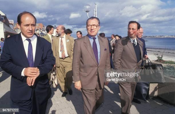 Jacques Delors preside la naissance de son club 'Temoin' qui s'attaque au 'vide des idees' il est soutenu par JeanYves Le Drian et Francois Hollande...