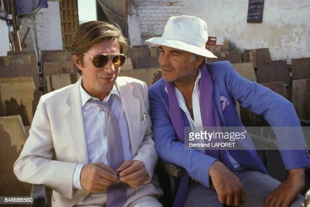 Jacques Dutronc et JeanClaude Brialy sur le plateau du film Sarah realisé par Maurice Dugowson le 29 juillet 1981 en Espagne