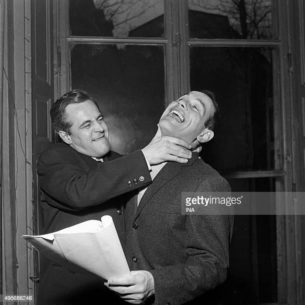 Jacques Hilling feigns Marcel Bozzuffi's strangulation during the radio recording of Tarass Boulba