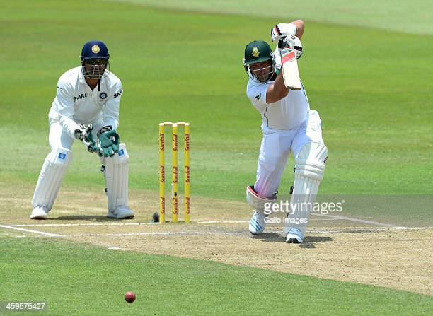 Jacques Kallis of South Africa drives through extra-cover during day 3 of the 2nd Test match between South Africa and India at Sahara Stadium...