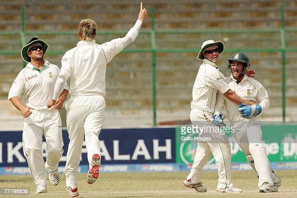 Jacques Kallis Paul Harris AB de Villiers and Mark Boucher of South Africa celebrate the wicket of Kamran Akmal of Pakistan during day five of the...