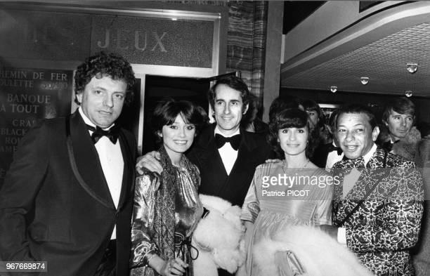 Jacques Martin, Marie Hélène Breillat, Edouard Molinaro, Danièle Evenou et Henri Salvador lors d'une soirée dans un casino le 18 janvier 1977, France.