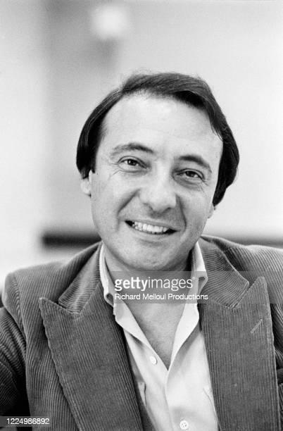 Jacques Séguéla, 43 ans, journaliste puis pharmacien, il entre dans le publicitaire en 1967 et se spécialise dans l'affiche politique