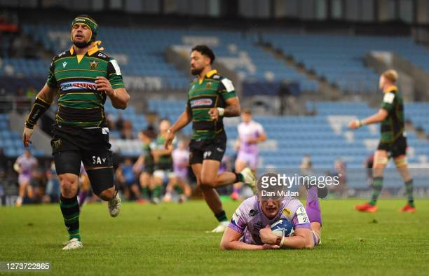 Jacques Vermeulen of Exeter Chiefs dives over to score his side's fifth try during the Heineken Champions Cup Quarter Final match between Exeter...