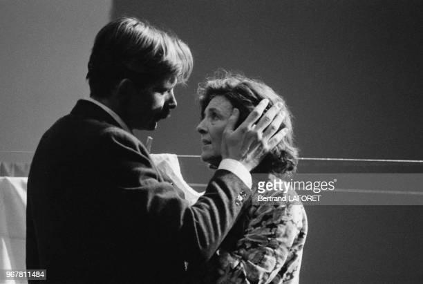Jacques Weber et Nicole Courcel dans la pièce 'Une Journée Particulière' à Paris le 31 décembre 1982 France