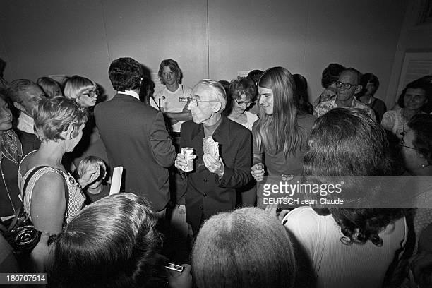 Jacquesyves Cousteau And His Son Philippe In Lakeland Florida Floride Lakeland 28 Mars 1976 Lors d'un 'Involvement Day' le commandant JacquesYves...