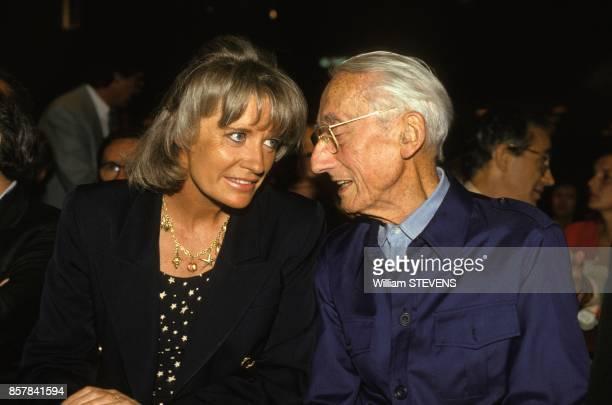 Jacques-Yves Cousteau avec sa femme Francine lors de la presentation de la grille des programmes France 2, France 3 1993 par le president de France...