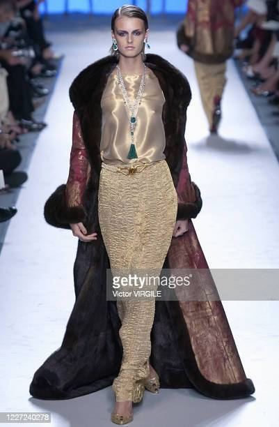 Jacquetta Wheeler walks the runway during the Pierre Balmain Haute Couture Fall/Winter 2002-2003 fashion show as part of the Paris Haute Couture...