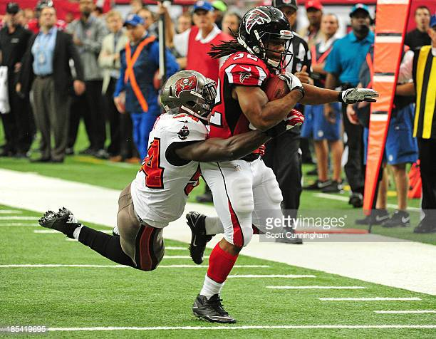 Jacquizz Rodgers of the Atlanta Falcons runs with a catch for a touchdown against Lavonte David of the Tampa Bay Buccaneers at the Georgia Dome on...