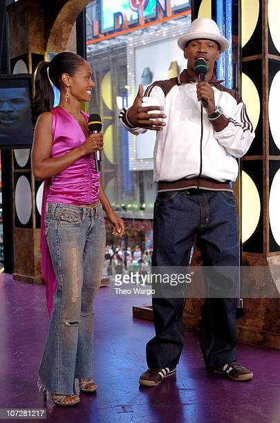 Jada Pinkett Smith and Jamie Foxx during Tom Cruise Jamie Foxx and Jada Pinkett Smith Visit MTV's TRL August 5 2004 at MTV Studios Times Square in...