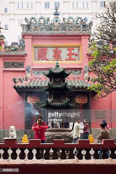 emperor jade pagoda - pagode stock-fotos und bilder