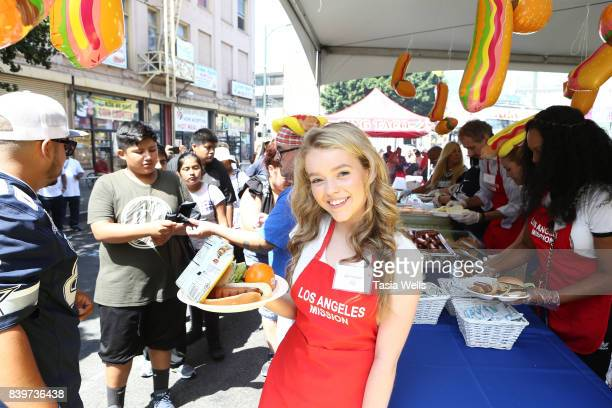 Jade Pettyjohn volunteers at the Los Angeles Mission's End of Summer Arts and Education Fair at Los Angeles Mission on August 26 2017 in Los Angeles...