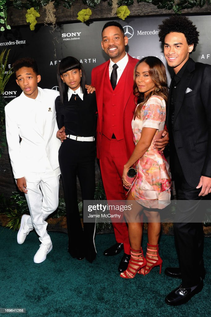 Jaden Smith, Willow Smith, Will Smith, Jada Pinkett Smith and Trey Smith attend Columbia Pictures and Mercedes-Benz Present the US Red Carpet Premiere of AFTER EARTH at Ziegfeld Theatre on May 29, 2013 in New York City.