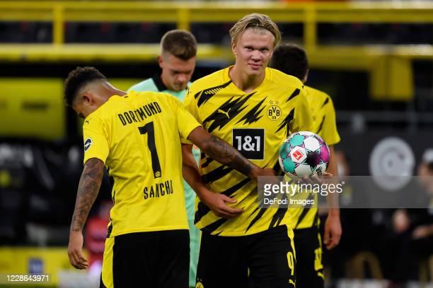 Jadon Sancho of Borussia Dortmund gives Erling Haaland of Borussia Dortmund the ball to take the penalty during the Bundesliga match between Borussia...