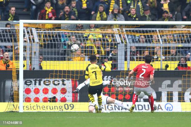 Jadon Sancho of Borussia Dortmund scores his team's first goal during the Bundesliga match between Borussia Dortmund and 1 FSV Mainz 05 at Signal...